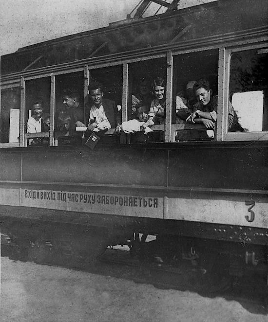 Трамвай на вул. Колгоспній